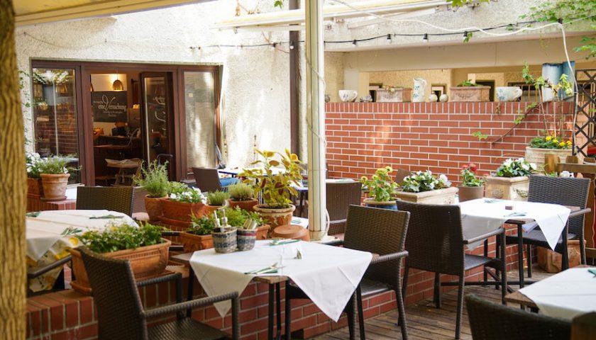 gastgarten im restaurant non solo vino in linz