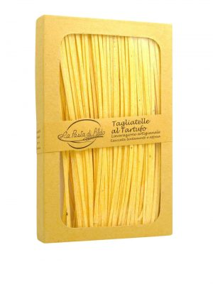 tagliatelle mit ei und schwarzem trueffel von pasta di aldo pastamanufaktur aus den marken