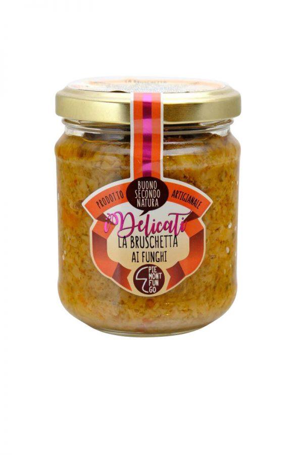 bruschetta von pilzen als aufstrich fuer crostini im glas aus dem piemont