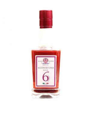 rotweinessig in glasflasche von der acetaia malpighi aus modena