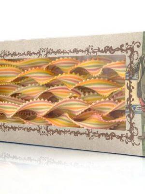 lange bunte gestreifte bandnudeln von pasta marella aus apulien