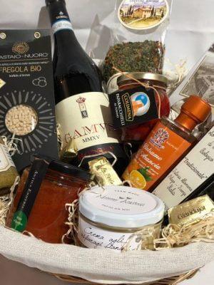 geschenkkorb mit italienischen lebensmitteln
