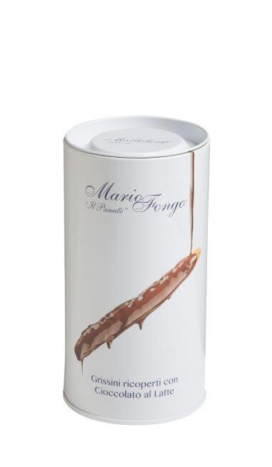 metallpackung mit schokoladeüberzogenen grissini