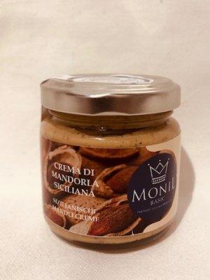 glas mit süsser mandelcreme aus sizilien