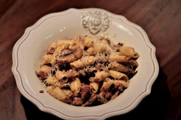 pasta mit salsiccia und pilzen