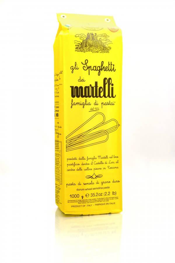 gelbe packung mit spaghetti von familie martelli aus der toskana